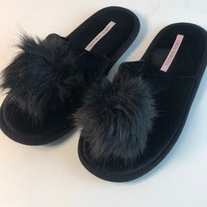 Victoria's Secret Black PomPom Slipper Size S